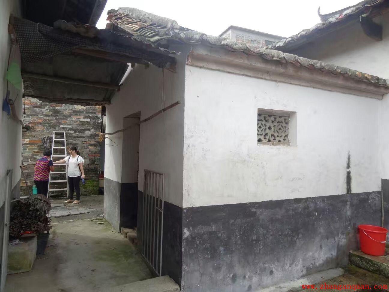 福和三星村西河德盛湛公祠,三进两天井,两边拖廊。
